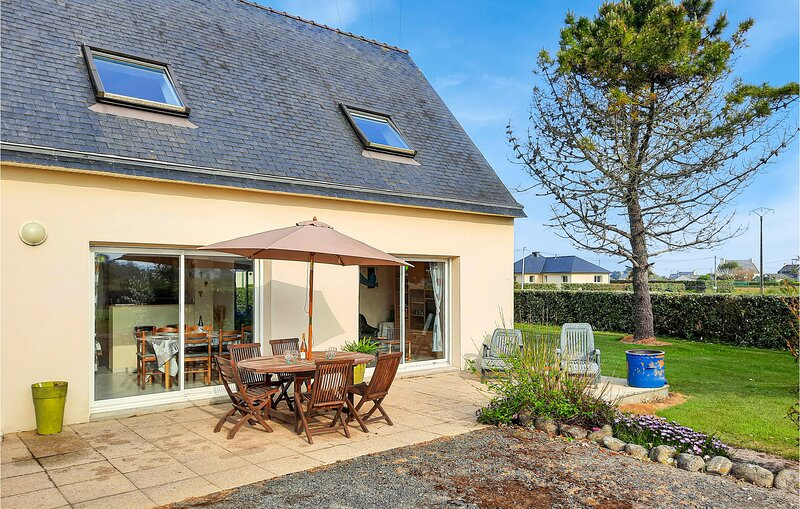Amazing home in Kerlouan with WiFi and 3 Bedrooms (FBF651), alquiler vacacional en Guisseny