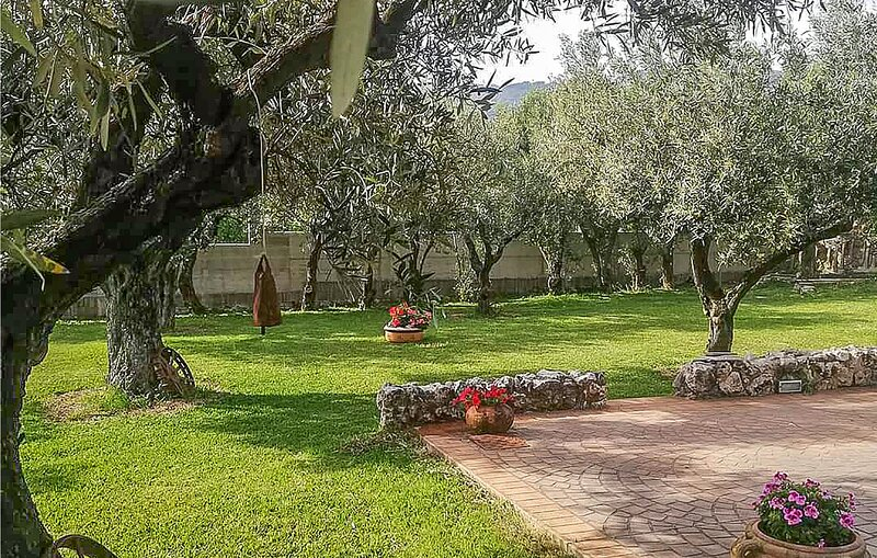 Amazing home in Lamezia Terme with Outdoor swimming pool, WiFi and 2 Bedrooms (I, casa vacanza a Falerna