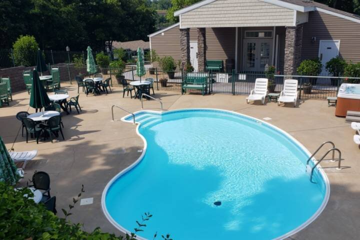 Two Master Suites, on Table Rock Lake.  Ozark Mountain Resort. Boat Ramp Nearby., holiday rental in Kimberling City