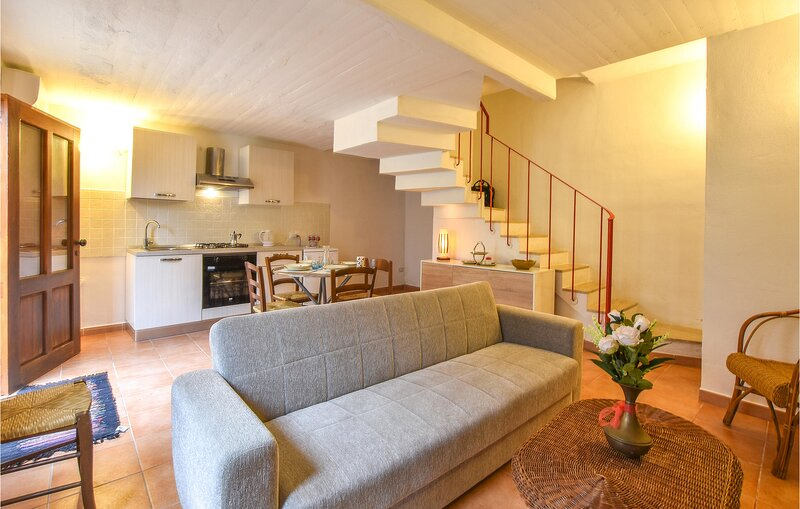 Nice home in Erice with WiFi and 2 Bedrooms (IST063), alquiler vacacional en Erice