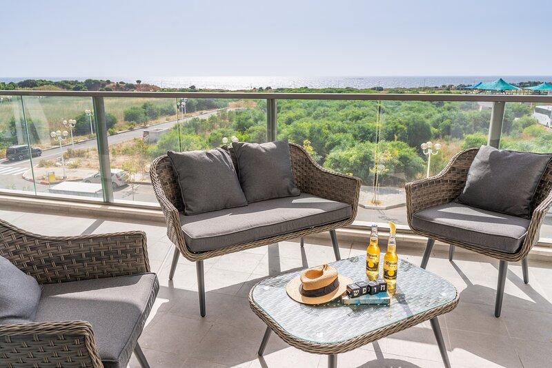 Stunning 4-bedroom Apartment Next to Achziv Beach, vacation rental in Nahariya