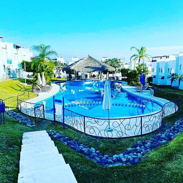 Preciosa Casa 10 personas Residencial club náutico acceso al lago, holiday rental in Tequesquitengo