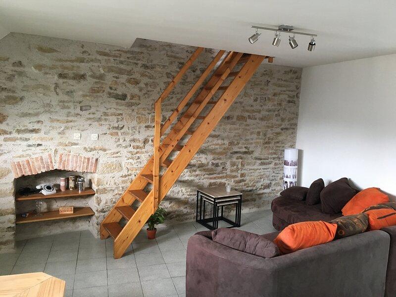 Charmant Appart Meublé T2 50m2 VANNES CENTRE GARE, vacation rental in Saint-Nolff