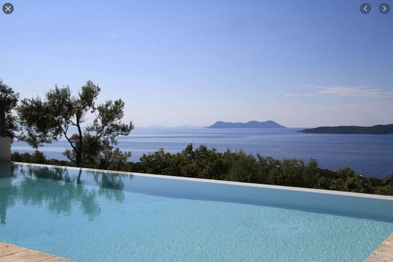 Villa Joie de Vivre Alghero large villa with pool and large bright interiors, holiday rental in Villanova Monteleone