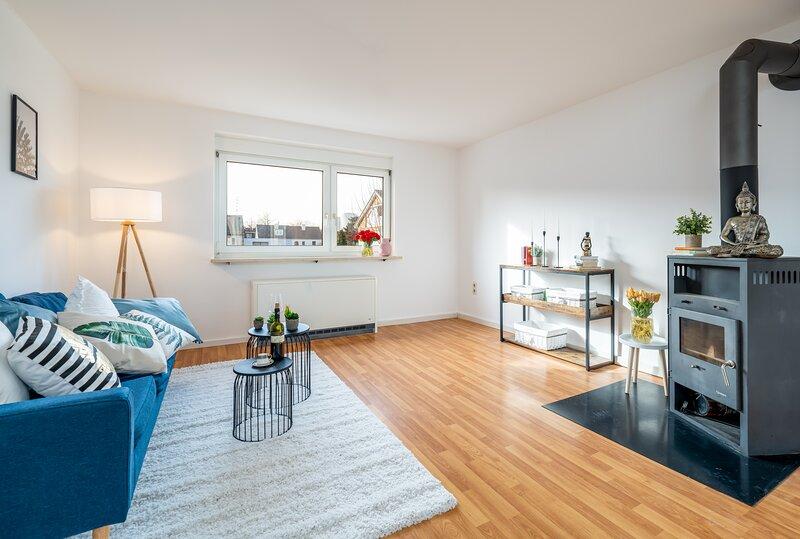 Wunderschöne 80m² große 3-Zimmer City Wohnung nähe Salzburg, holiday rental in Seekirchen am Wallersee