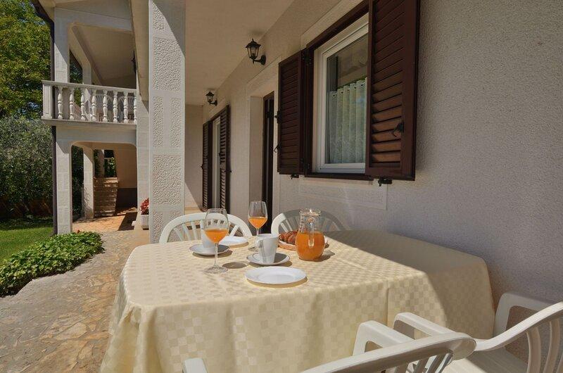 Apartments Mariano, vacation rental in Vranje Selo