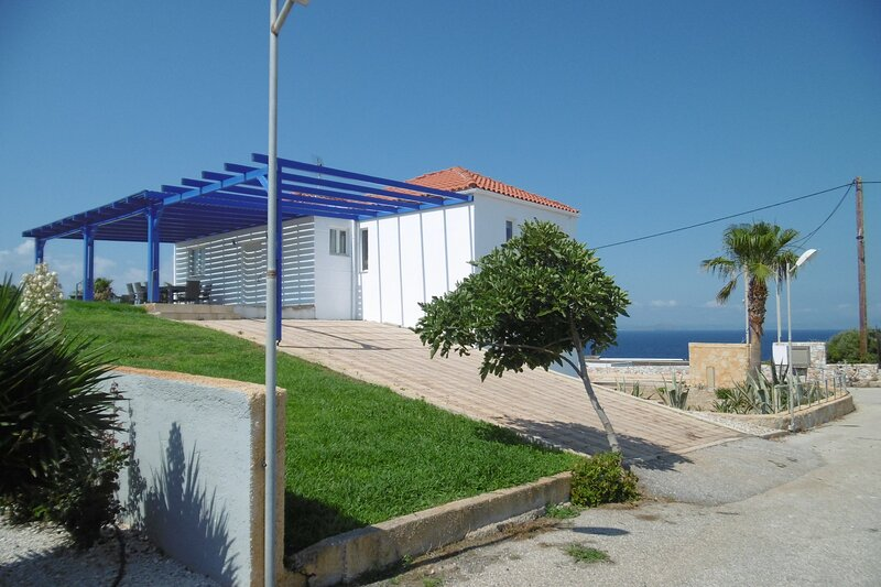 Amazing sea and sunset views, holiday rental in Tersanas
