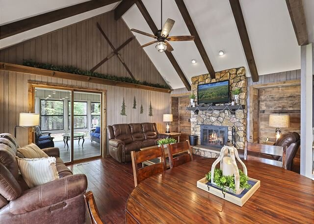Towering Pines - Hiller Vacation Homes - Lost Lake Executive Home - Free WIFI, vacation rental in Sayner