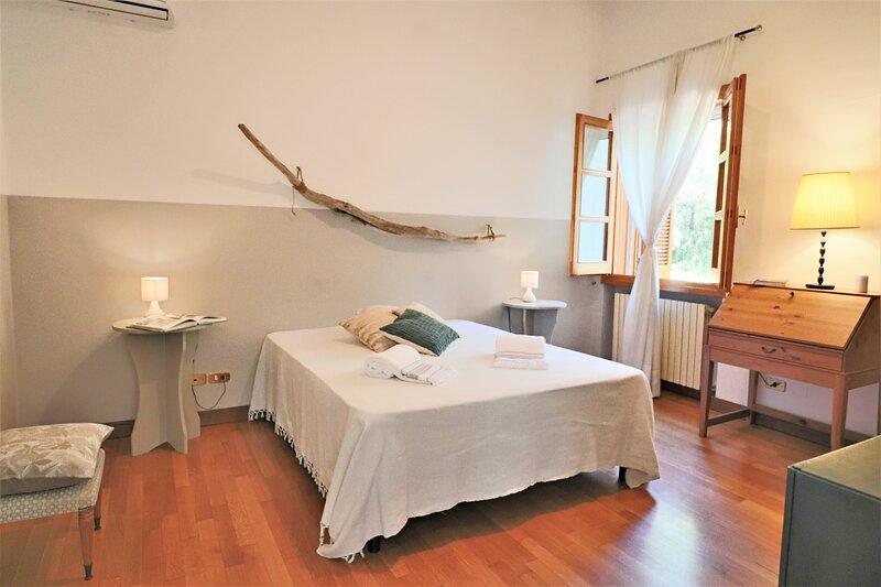 Bb Relais delle Rose Lecce Iris - Matrimoniale Comfort, location de vacances à San Cesario di Lecce