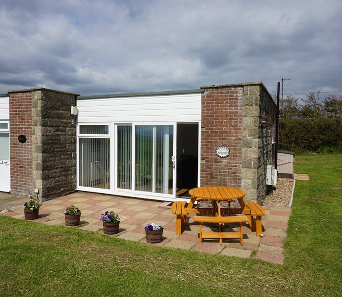 SEA VIEW self-catering cottage (BC118), Linstone Chine Holiday village, holiday rental in Isle of Wight