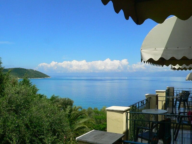 Apraos Bay Hotel In Kalamaki Beach- a peaceful area with great sea view, holiday rental in Ágios Ilías