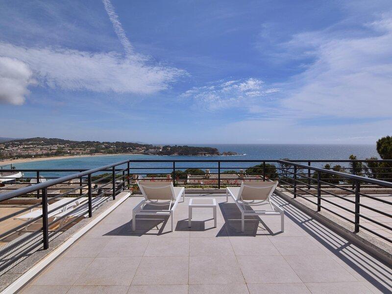 FANTASTIC FULLY RENOVATED HOUSE, holiday rental in Sant Feliu de Guixols