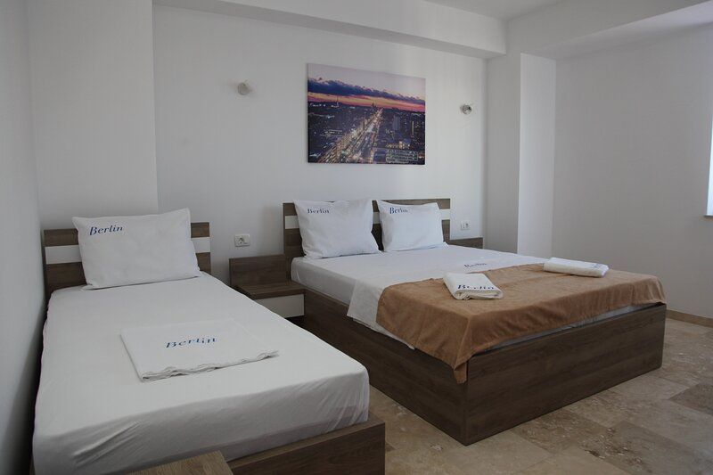 Premium Berlin - Deluxe Triple Room, holiday rental in Ada Bojana