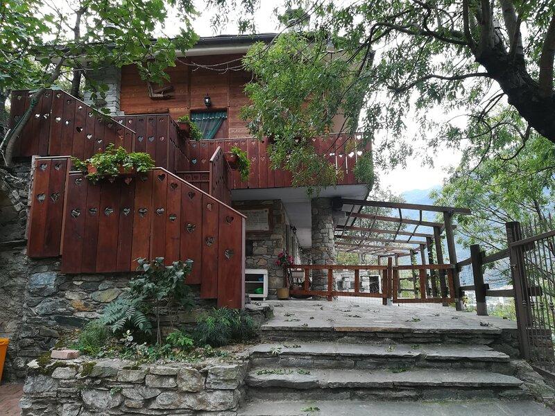 Alloggio panoramico indipendente, holiday rental in Challand-Saint-Victor
