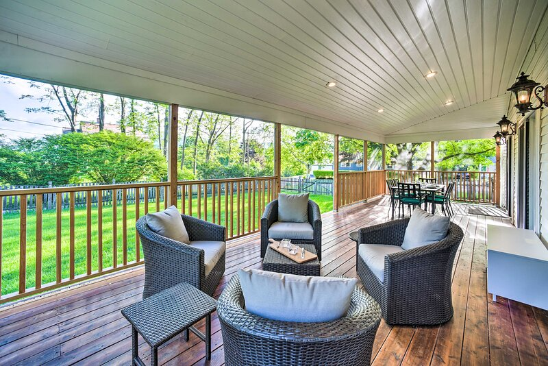 NEW! Peaceful Family Home w/ Fire Pit & Large Yard, casa vacanza a Charlemont