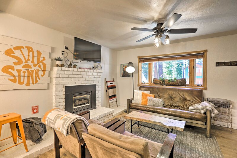 NEW! Updated Tahoe Home w/ Yard: Hike, Ski & Swim!, aluguéis de temporada em Markleeville