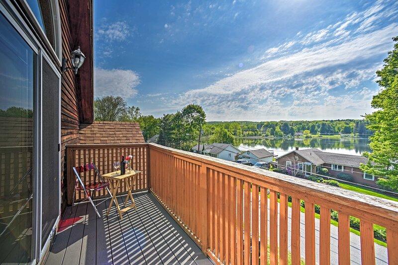 NEW! Lakeside Berkshires Home Near Hiking & Skiing, casa vacanza a North Adams