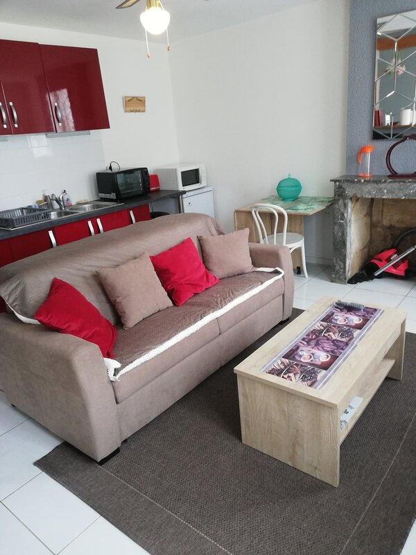 Maison de caractère 2 chambres au cœur de Margaux, holiday rental in Castelnau-de-Medoc