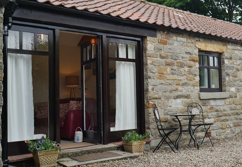 Goose Lodge is a quiet one bedroomed cottage in the village of Cloughton, holiday rental in Cloughton