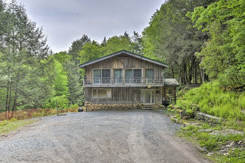 NEW! Cozy Couples Cabin: Hike, Dine, Fish and More, holiday rental in Walton