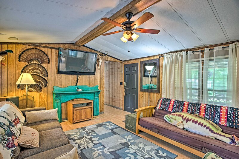 NEW! Home w/ Furnished Deck, < 2 Mi to Lake Texoma, holiday rental in Mead
