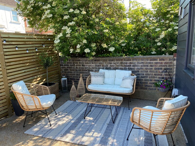 Stunning 2-Bed self contained oasis in Eastbourne, vacation rental in Arlington
