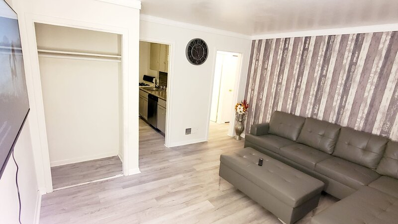 Fantastic Two Bedroom Suite - Newly Renovated, aluguéis de temporada em Ingleside