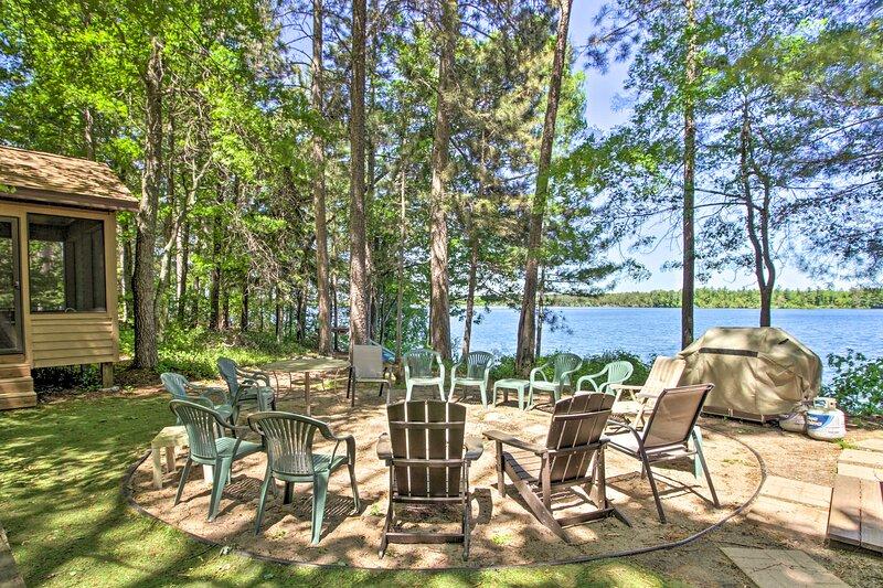 Loon Lake Lodge' w/ Dock, Sauna & Hot Tub!, vacation rental in Lake Shore