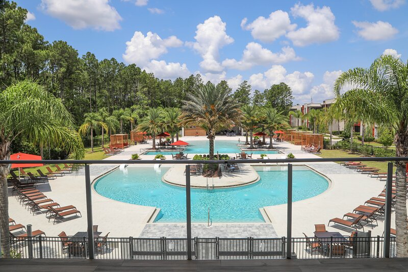 Cozy Home Feel With FREE Parking, holiday rental in Green Cove Springs