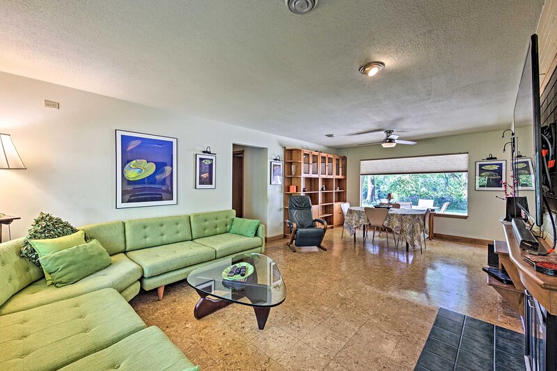 NEW! Riverfront Retreat ~ 4 Mi to Dtwn Milwaukee!, holiday rental in Fox Point