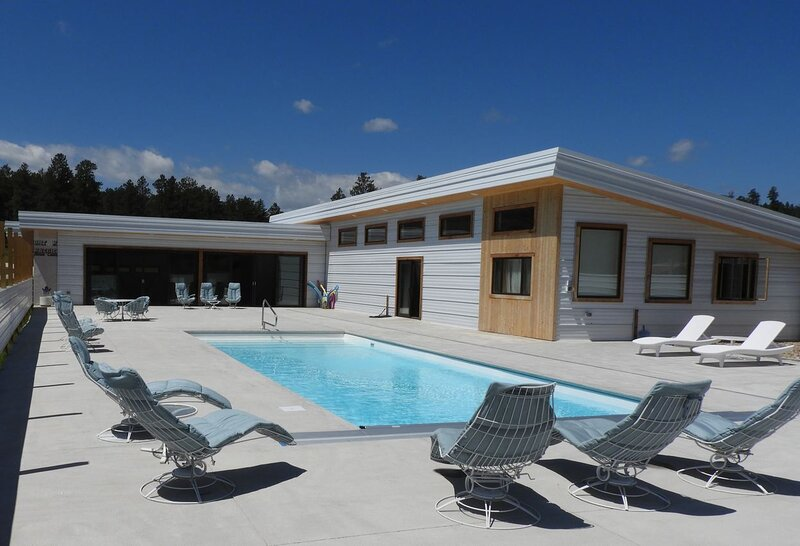 Right in Nemo: The Osprey Cabin at Freebird Ranch (By the Pool, Sleeps 6), holiday rental in Nemo