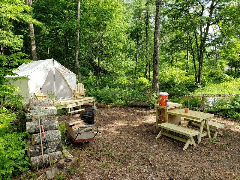 Tentrr Signature Site - Beaver Pond Camping, alquiler de vacaciones en Brimfield