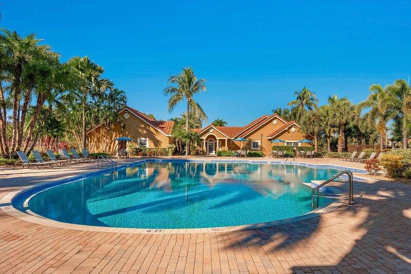 Kasa Delray Beach�Smart Tv & Fast WiFi, Balcony + Resort Pool�High Point, vacation rental in Delray Beach