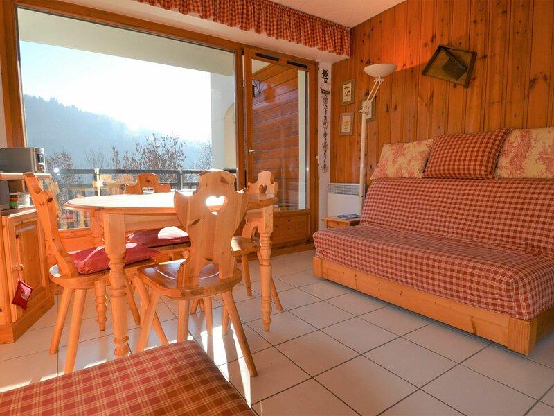 APPARTEMENT SUD AVEC VUE MONT CHARVIN, holiday rental in Saint-Nicolas-la-Chapelle