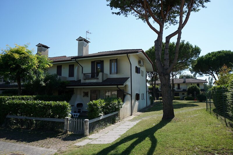 Beautiful house with Pool-tv-ac, location de vacances à Porto Santa Margherita