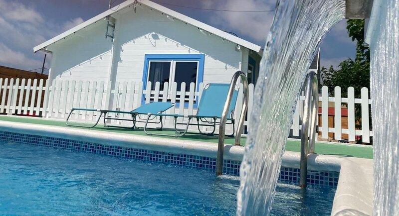 BONITA VILLA+PISCINA PRIVADA DELTA DEL EBRO, 6 PERS., holiday rental in Deltebre