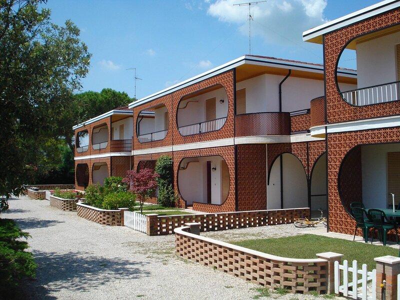 Beautiful villa for 8 people with pool, location de vacances à Porto Santa Margherita