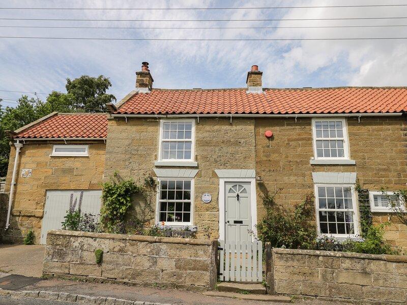 1 BELLE VUE period cottage, en-suite, woodburning stove, garden, in Osmotherley, location de vacances à West Rounton