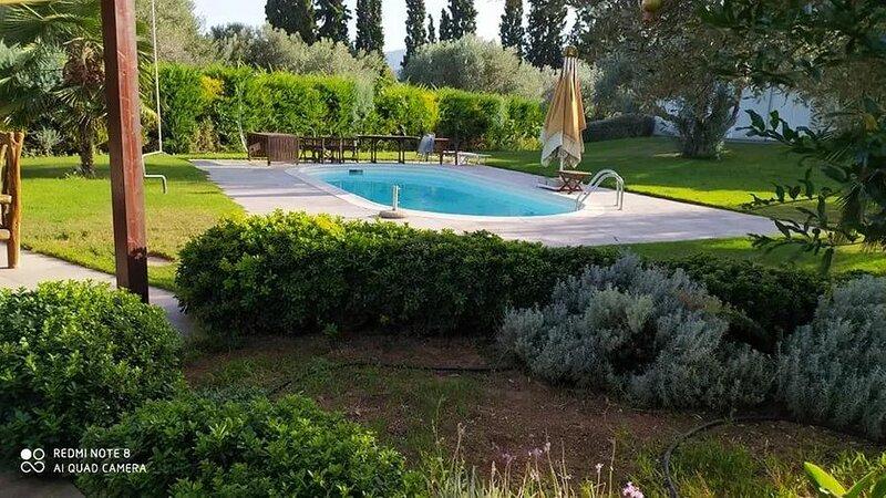 Luxurious 6 bedroom villa, location de vacances à Oropos