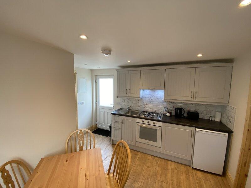 Beautiful 2-Bed Apartment near Belmullet, holiday rental in Bangor Erris