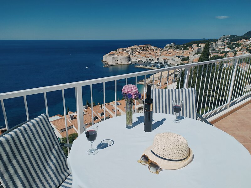 Art Atelier Apartment + Free parking, holiday rental in Dubrovnik