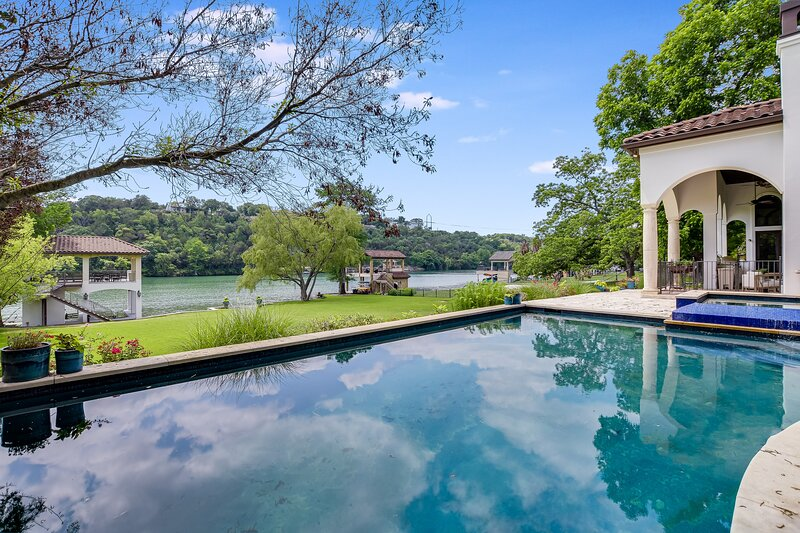 THE ABOVE AUTOGRAPH ESTATE ON LAKE AUSTIN, holiday rental in Bee Cave