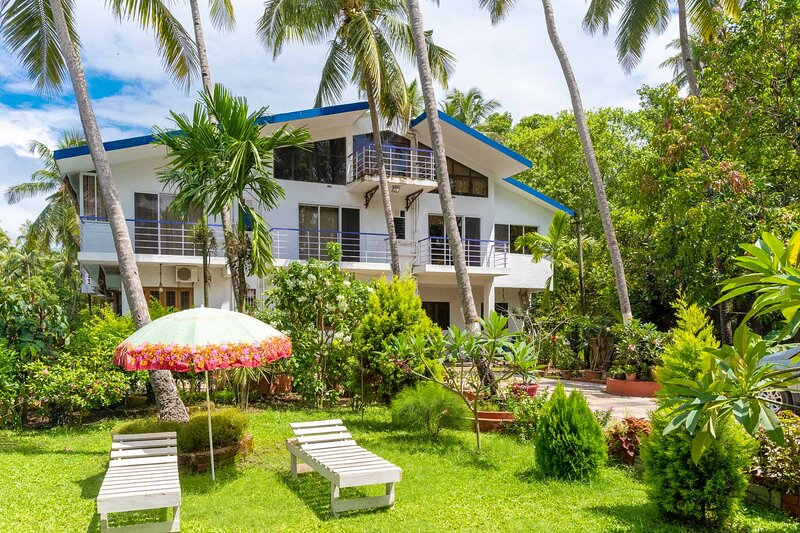 Paradise Palms by Vista Rooms, holiday rental in Morjim