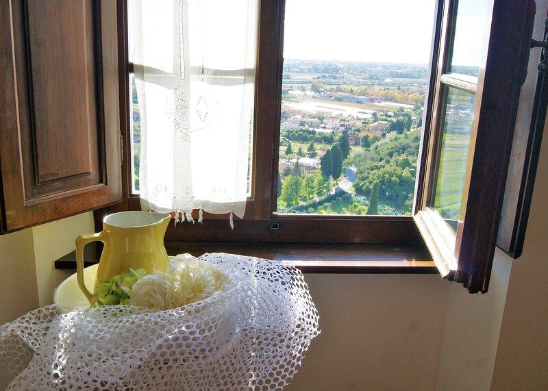 Villa Le Casette, villa toscana, uso esclusivo, con piscina, aluguéis de temporada em Massarosa