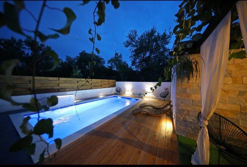 Beautiful Villa with swimming-pool, County Zadar, holiday rental in Donje Raštane