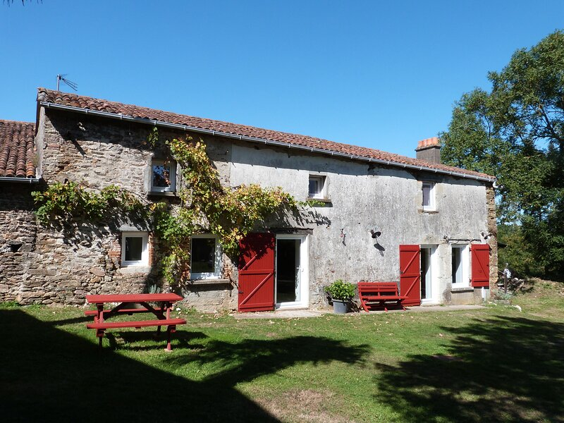 Beautiful house with garden & Wifi, holiday rental in Chateau-Guibert