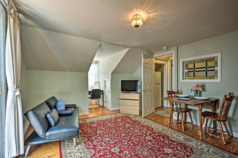NEW! Simplistic Apartment w/ WiFi 7 Mi to Downtown, holiday rental in Phoenix