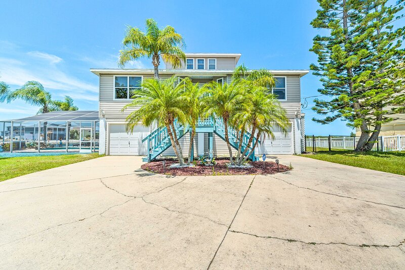 NEW! Updated Home w/ Outdoor Oasis, 2 Mi to Beach, holiday rental in Hernando Beach