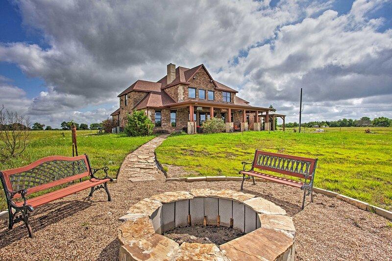 NEW! Rural Escape w/ Game Room, 14 Mi to McKinney!, vacation rental in Melissa