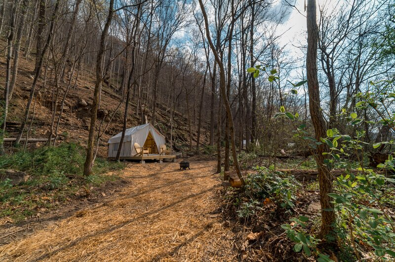 Tentrr State Park Site - WV Hawk's Nest State Park - Site E - Single Camp, holiday rental in Mount Hope